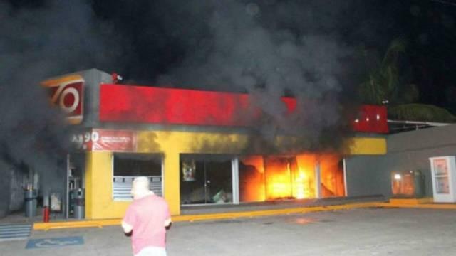 OXXO quemados en Tierra Caliente por crimen organizado