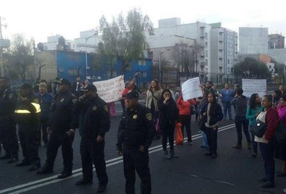 Padres de familia bloquean Tlalpan por escuela