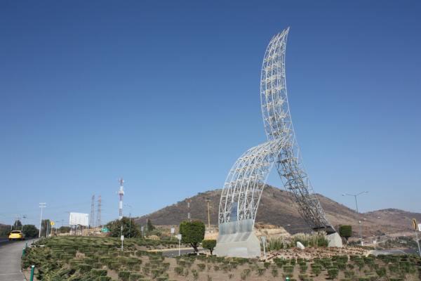 Uñas de Niurka son monumento en México