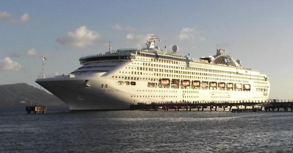 crucero de lujo barco fantasma luces apagadas ataque pirata