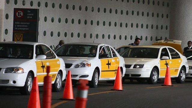 Cofece multa concesionarios taxis del AICM por monopolio