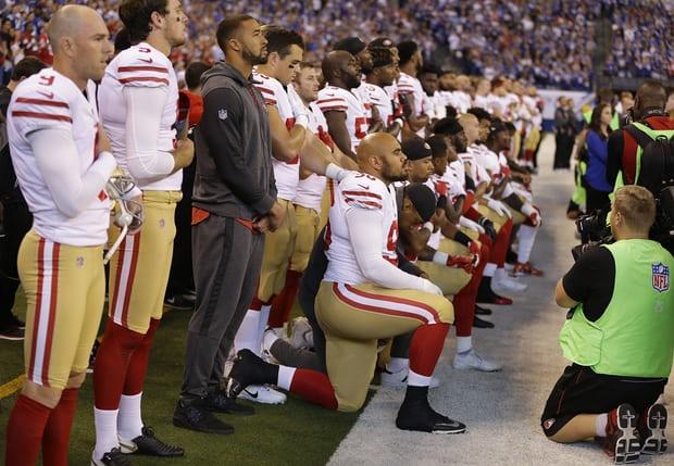 Los 49 protestando a Pence, Trump y el racismo
