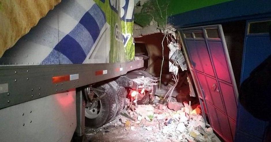 bimbo, trailer, choque, accidente, circuito interior, casa, doble remolque