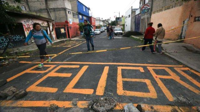 Vecinos de Iztapalapa cierran calles por miedo a derrumbe