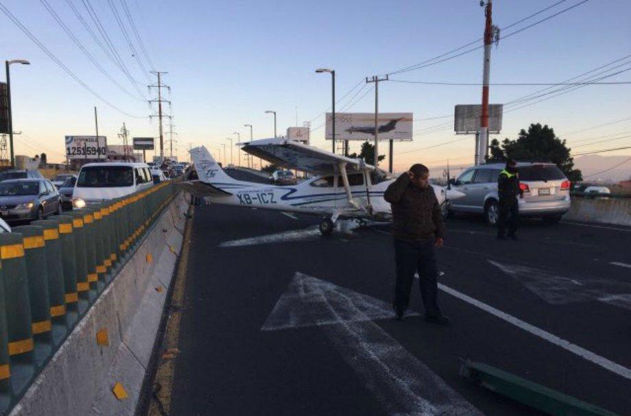 Avioneta aterriza de emergencia en Toluca sobre boulevard