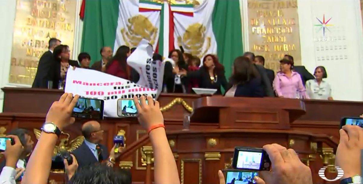 Pelea en Asamblea legislativa CDMX por Mancera no bebé