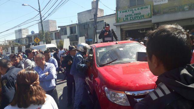 Camioneta arrolla a manifestantes, querían escuelas dignas