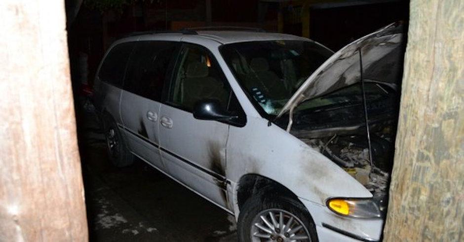 camioneta de periodista atacada con bombas molotov