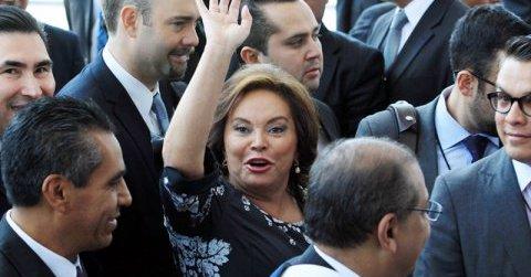 Elba Ester se va a su casa como regalo de la PGR