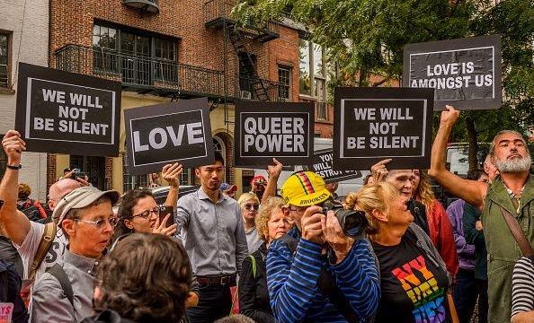 Nueva York prohibe 'terapia de conversión' para jóvenes LGBT+