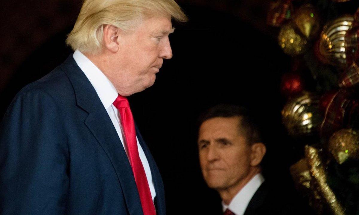 Trump y Flynn, quien reconoció mentirle al FBI sobre contacto con Rusia