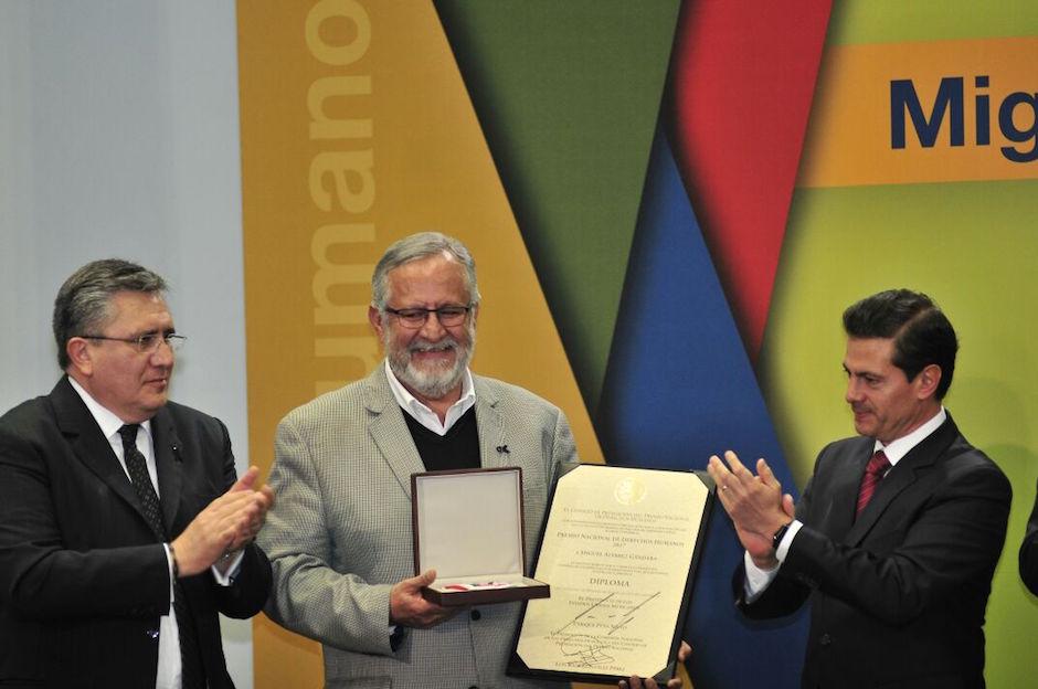 Miguel Álvarez Gándara recibe premio de derechos humanos