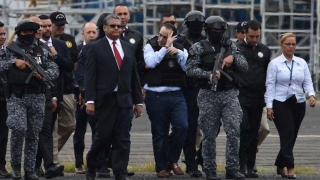 Roberto Borge en Panamá a punto de abordar vuelo a México