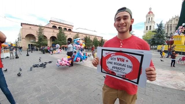 rechazan abrazos de personas con VIH SIDA en Coahuila