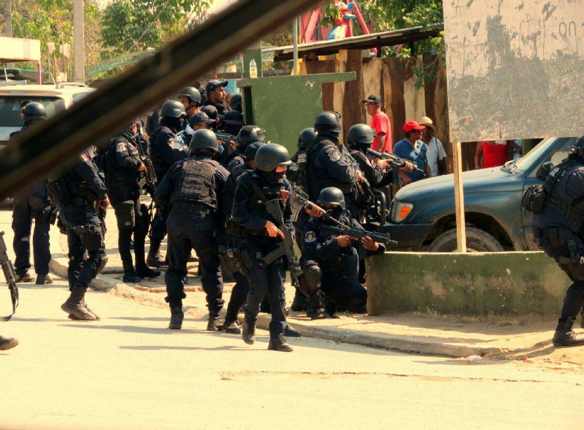 Enfrentamiento entre policías comunitarios, estatales y civiles armados deja 11 muertos