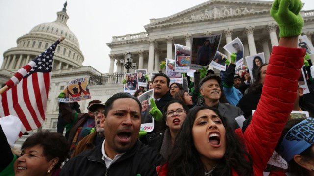 Juez obliga a Trump a mantener DACA