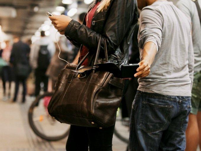 Maestros de UNAM denuncian robo en el Metro... los detienen