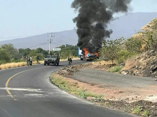 Bloqueos en autopista de Michoacán por detención de capo