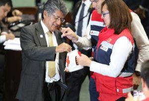 El diputado Francisco Martínez Neri dona 50 pesos a la Cruz Roja