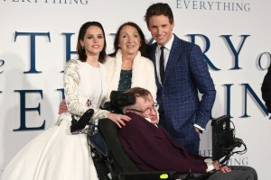 El trabajo de cuidados detrás del genio de Stephen Hawking