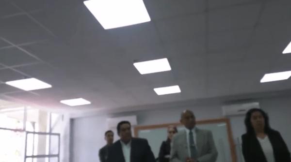 Discriminación UdeG examen profesional saco corbata