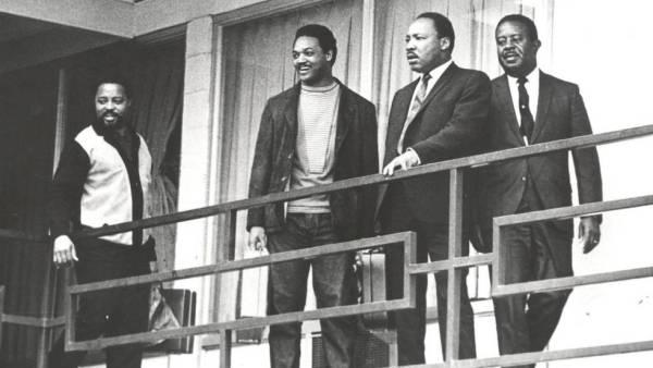 MLK y allegados un día antes del asesinato del reverendo, en Memphis, Tennessee