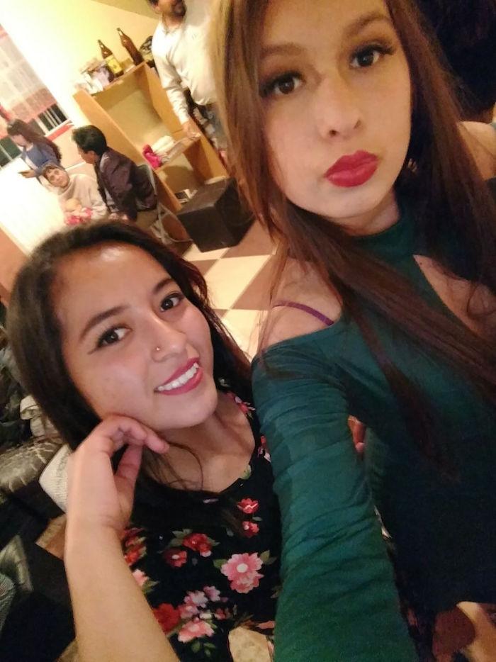 Rubí y Monse en una fiesta en Tecámac