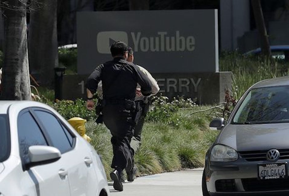 mujer inició tiroteo en youtube cisne negro