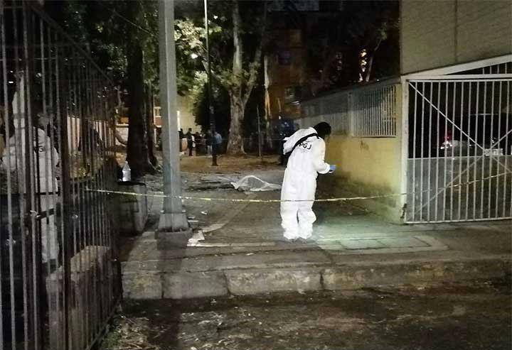 Peritos forenses en escena del crimen de estudiantes asesinados