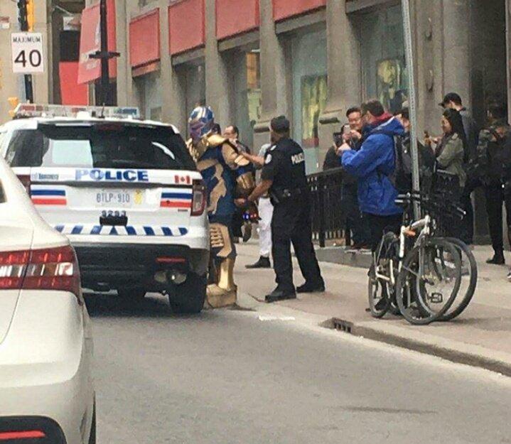 Policía de Toronto detuvo a sujeto disfrazado de Thanos