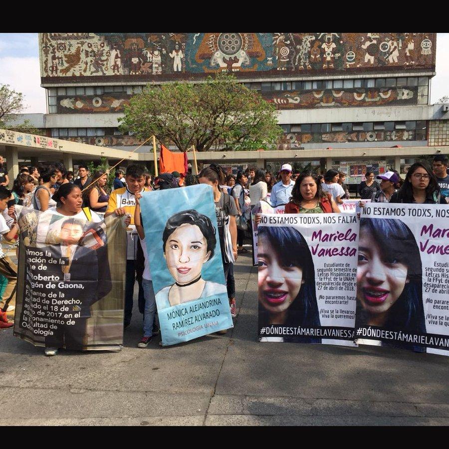 Protesta frente a FFyL por desaparición de Mariela Vanessa