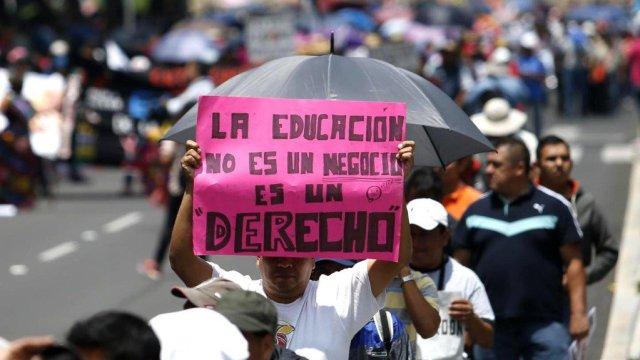 CNTE inicia marcha hacia Segob, amenazan con huelga nacional