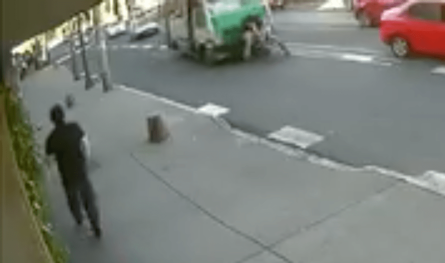 Microbús arrolló a un ciclista, siguen sin responsabilizarse