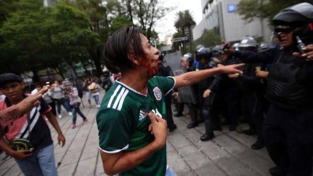 Aficionados detenidos en el Ángel por celebración del Mundial