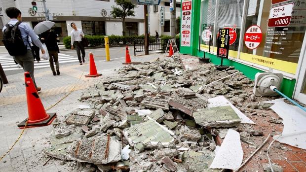Sismo en Japón deja 3 muertos y decenas de heridos