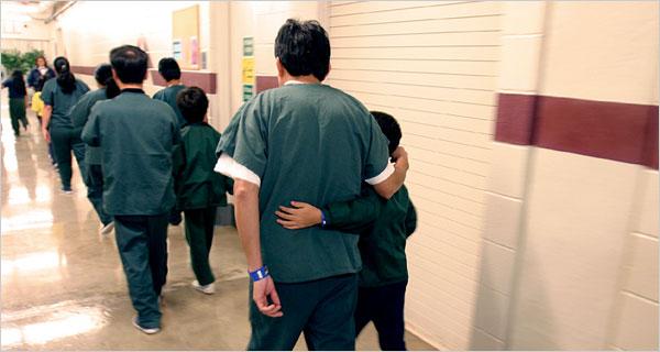 Senadora pregunta a oficiales de migración por centros de detención