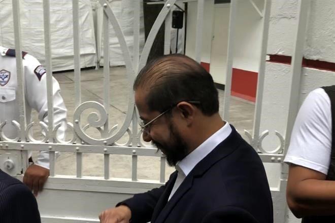 Flores, presidente del PES en casa de transición