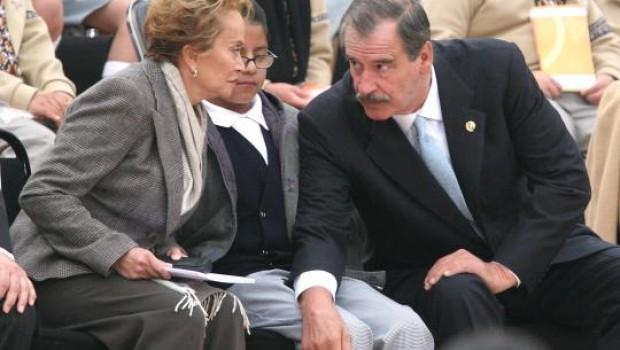 Fox y Gordillo, en evento público durante presidencia