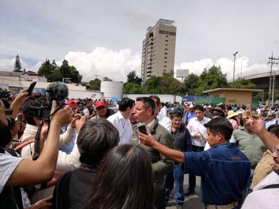 Gobernador Alejandro Murat a punto de iniciar la manifestación