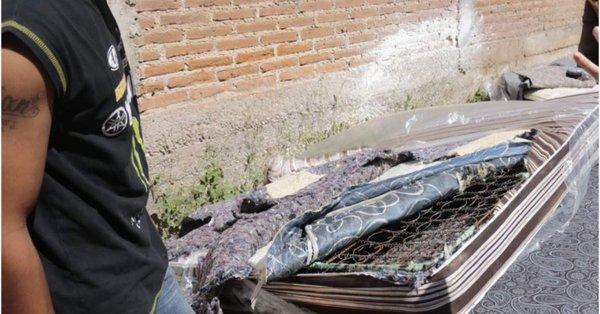 Entregan a damnificados en Culiacán colchones viejos