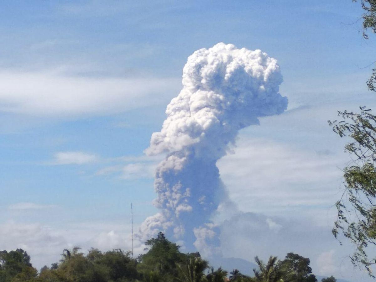 Erupción en Indonesia luego de sismo y tsunami