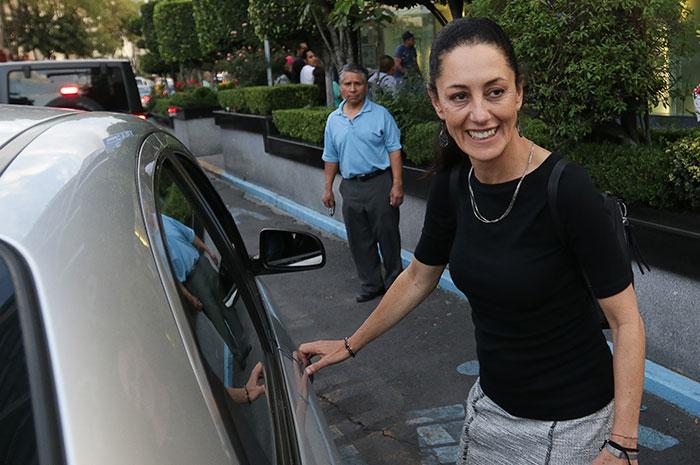 Le piden mordida a Sheinbaum para verificar su coche