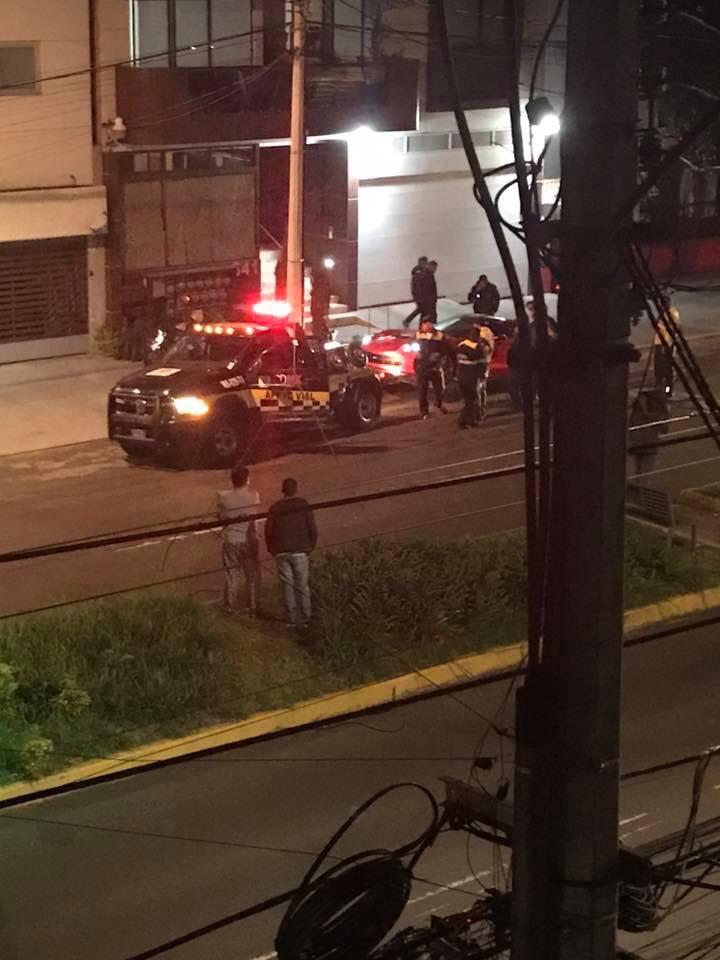 Policía retira auto involucrado en la balacera