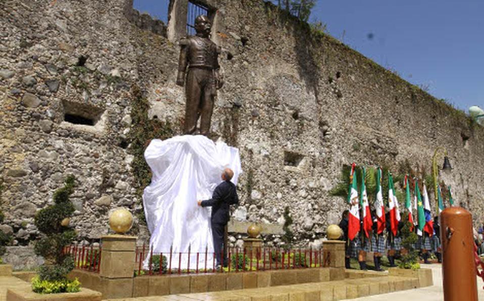 Ceremonia de develación de la estatua de Díaz en Orizaba, en 2015