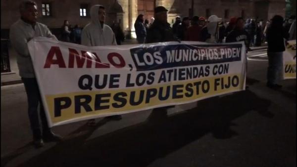Alcaldes se manifiestan en Palacio Nacional, exigen se reinstaure el Ramo 23