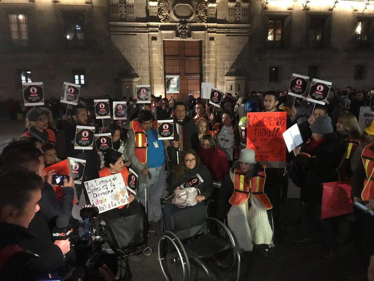 Tres manifestaciones se juntaron en Palacio Nacional