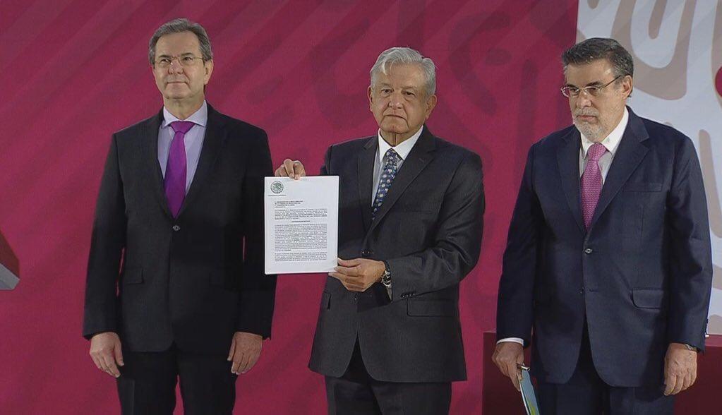 López Obrador presenta iniciativa para cancelar Reforma Educativa