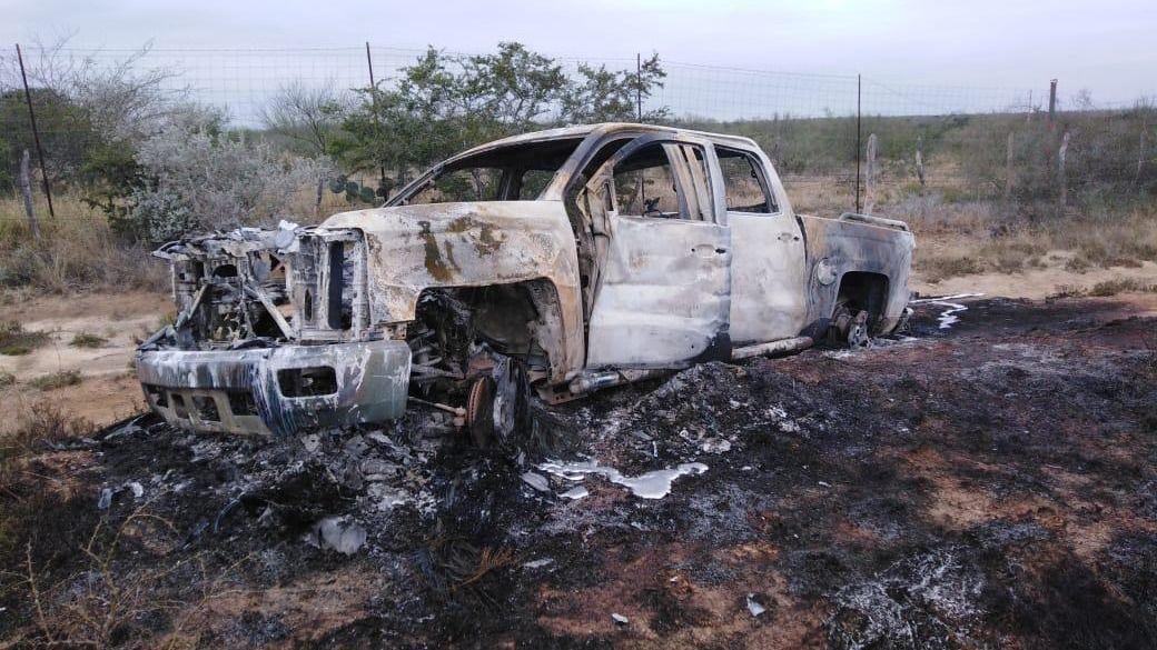 Encuentran camionetas calcinadas con 19 cuerpos en Tamaulipas