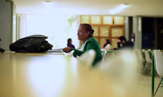 Con 63 años, Elvia terminará la prepa en CCH Sur