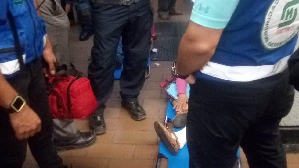 Colapsan escaleras en Metro Mixcoac; hay 8 heridos